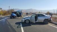 MOLLAKENDI - Traktör Kazada İkiye Bölündü Açıklaması 3 Yaralı