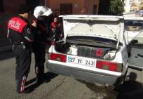 KAYGıSıZ - Çaldıkları Otomobille Polisten Kaçan Şahıslar Kaza Yaptı