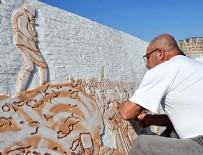 MURAT AYDıN - Sanatçıların figürlerini keski ve çekiçle mermere kazıdı