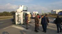 RıZA ÇAKıR - Servis Minibüsü İle Kamyon Çarpıştı Açıklaması 1 Yaralı