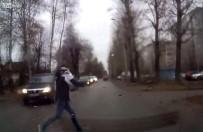 GENÇ KIZ - Yola Atlayan Genç Kıza Otomobil Çarptı