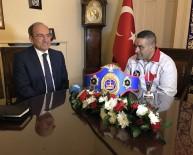 ZABITA MEMURU - Altın Kemeri Kazanan Türk Boksörden Türkiye'nin Londra Büyükelçisine Ziyaret