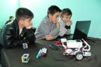 EĞLENCE MERKEZİ - Çocuklara Robotik Ve Kodlama Eğitimi Veriliyor