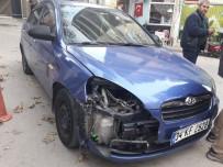 Motosiklet Otomobille Çarpıştı Açıklaması 2 Yaralı