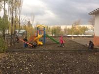 ÇOCUK PARKI - Polise Taş Atan Çocuklar Artık Parklarda Oynuyor