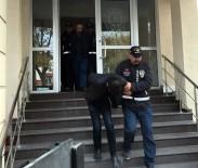 ALTIN KAPLAMA - Yaşlı Adamı Dolandıran Şebeke Üyeleri Tutuklandı