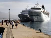 BAHAMA - Alanya Limanı'na Aynı Anda 2 Lüks Gemi Yanaştı