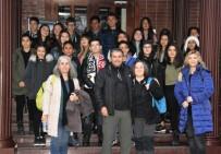 İSTANBUL MODERN - Ayvalık Güzel Sanatlar Öğrencileri, İstanbul Sanat Bienali'ni Gezdi