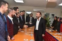 BELEDİYE MECLİS ÜYESİ - Başkan Doğan, AK Parti İzmit Gençlik Kolları'nı Ziyaret Etti