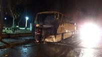 YANGINA MÜDAHALE - Bayrampaşa'da Park Halindeki Otobüs Alev Alev Yandı