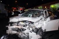 LÜKS OTOMOBİL - E-5'Te Zincirleme Kaza Açıklaması 1'İ Ağır 5 Yaralı