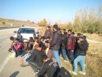 SINIR DIŞI - Göçmenleri Araçtan İndirip Kaçmak İstedi