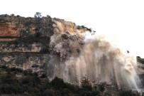 DİNAMİT - Hamzabeyli Yolundaki Kil Taşı Kayası Patlatılarak Yol Güvenliği Sağlandı