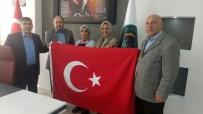 HALK EĞİTİM - Kütahya'da Kurumların Bayrakları Kursiyerlerden
