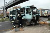 YOLCU MİNİBÜSÜ - Minibüs Köprüye Girdi Açıklaması 1 Ölü, 2 Yaralı