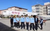 MEVLÜT ÇAVUŞOĞLU - Öğrenciler Dev Uçağı Karşılarında Görünce Şoke Oldu