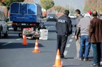 ERCIYES ÜNIVERSITESI - Otomobil İle Motosiklet Çarpıştı Açıklaması 1 Yaralı