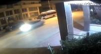 POLİS ARACI - Son Sürat Polislerden Kaçan Gençlerini Son Görüntüleri