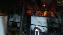 YANGINA MÜDAHALE - Park Halindeki Otobüs Alev Alev Yandı