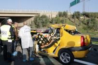 EGE ÜNIVERSITESI - Ticari Taksi Tıra Arkadan Çarptı Açıklaması 1 Ölü