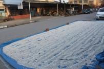 SALUR - Ürünleri Sokaklarda Kurutuyorlar