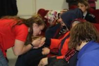 KIZ ÖĞRENCİLER - Vali Bilmez'in Eşi Meral Bilmez, Kız Öğrencilerin Sorunlarını Dinledi