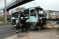 YOLCU MİNİBÜSÜ - Yolcu Minibüsü Kaza Yaptı Açıklaması 1 Ölü, 2 Yaralı
