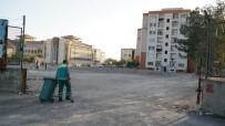 BAHÇECIK - Adıyaman Belediyesi TOKİ'de Temizlik Çalışması Yaptı