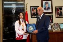 BOSNA HERSEK - Balkan Şampiyonu Ayşe'den Başkan Seyfi Dingil'e Ziyaret