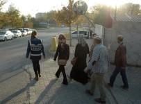 OSMAN GAZI - Dilencileri Apartmana Kilitleyerek Yakalattı