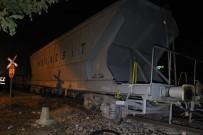 YÜK TRENİ - Karaman'da Yük Treninin Vagonu Raydan Çıktı