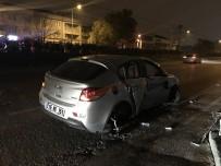 METRO İSTASYONU - Kontrolden Çıkan Araç Bariyerlere Çarptı Açıklaması 2 Yaralı
