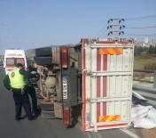 İNŞAAT MALZEMESİ - Kuşadası'nda Kamyon Takla Attı Açıklaması 3 Yaralı