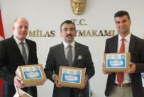 EREN ARSLAN - Milas'tan '81 İlde 81 Öğretmene' Özel Hediye