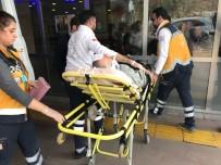 HARRAN ÜNIVERSITESI - Otomobil Hafriyat Kamyonuna Çarptı Açıklaması 3 Yaralı