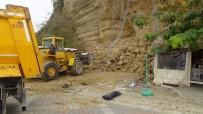 BOŞNAK - Silivri'de Toprak Kayması