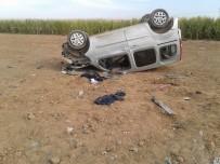 TİCARİ ARAÇ - Takla Atan Ticari Araçtaki 3 Kişi Yaralandı
