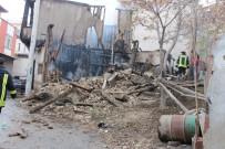 AFYONKARAHISAR - Alkol Aldıkları Binada Çıkan Yangında Yanarak Can Verdi