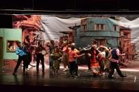 ŞEHIR TIYATROLARı - Bilecik Şehir Tiyatroları 'İstanbul'dan İnsan Manzaraları' Adlı Oyun İle Hünerlerini Sergiledi