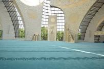 YENI ZELANDA - Görme Engelliler İçin Özel Tasarlanan Cami Halısı Manisa'da Dokundu