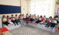 HALKLA İLIŞKILER - Mersin Büyükşehir'den Çocuklara 20 Bin Boyama Kitabı