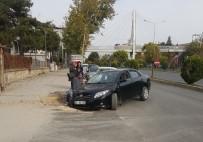ELEKTRİK DAĞITIM ŞİRKETİ - Otomobil Çukura Düştü