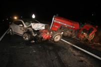 HAVA YASTIĞI - Otomobil Traktöre Arkadan Çarptı Açıklaması 2 Yaralı