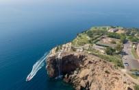 SOSYAL TESİS - Antalya'nın 35 Bin Metrekarelik Doğal Balkonu Vatandaşların Akınına Uğruyor