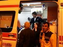 TİCARİ ARAÇ - Başkent'te Trafik Kazası Açıklaması 2 Yaralı
