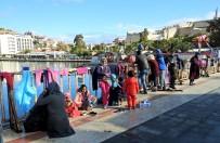 KAÇAK - Batma Tehlikesi Geçiren Göçmenleri Sahil Güvenlik Kurtardı
