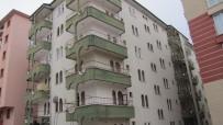 MUSTAFA EMIR - Çorum'da Apartman Dairesinde Sis Bombası Patladı