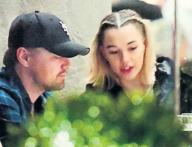 Leonardo DiCaprio genç sevgilisiyle yakalandı