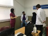 ESENYURT DEVLET HASTANESİ - Suriyeli Tercüman Hastaneye Gelen Mültecilere Rehberlik Ediyor