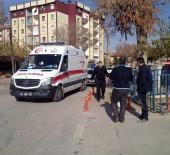 YARALI KADIN - Polis Merkezi Bahçesindeki Tartışma Kanlı Bitti Açıklaması 2 Yaralı